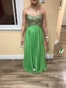 Green prom dress size 2! Best offer takes it!