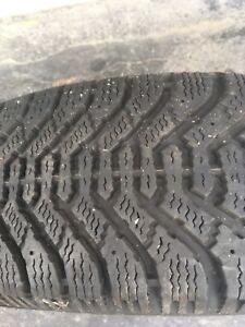 (Only 1) Goodyear Nordic P205 70r15 winter tire