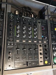 CDJ 1000's DJM 700 mixer setup