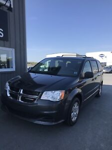 2012 Dodge Grand Carvan SE / WINTER TIRES / MUST SEE