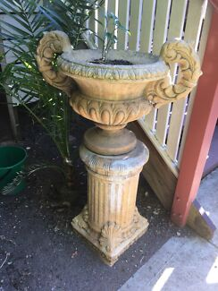 2x bird baths