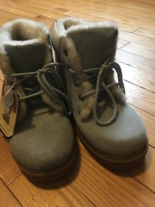 Girls boots- size 4