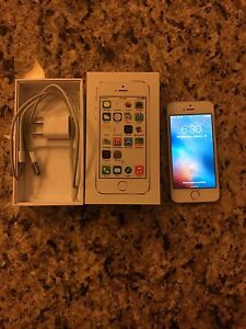 MINT CONDITION 32GB IPHONE 5S