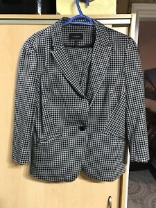 Le Chateau Ladies Pant Suit