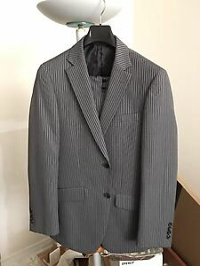 Men's suit mint condition! Size 38 jacket pants 31-32