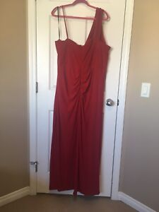 BNWT Laura Plus Red Christmas Gown