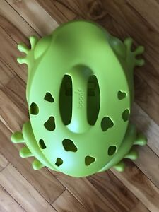 Boon Frog Pod bath toy scoop, drain & storage