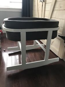 Monte bassinet - dark grey with white base - great condition!