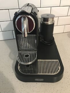 DēLonghi Coffee Machine with Frother