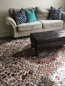 Beautiful 100 % Quality Wool Rug