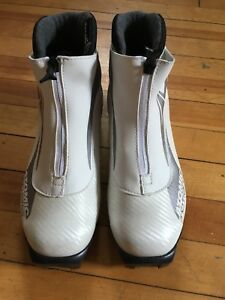 Women's cross country ski boots