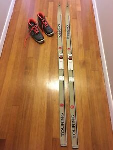 Cross country skis - 147cm tall, women's size 7.5 boot