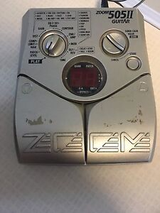 Zoom effects guitar pedal
