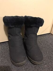 7. MOUNTAIN WAREHOUSE women's snow boots(-30)size 8  $25