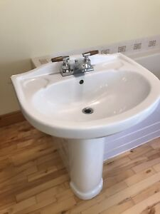 Two pedestal sinks, excellent condition