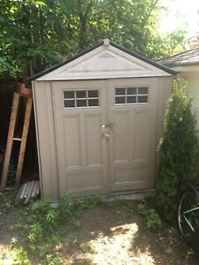 7ft x 7ft Rubbermaid storage shed