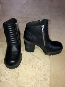 H&M DIVIDED BOOTS