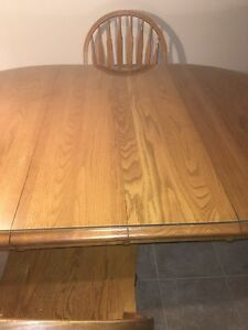 Oak Kitchen Table, 4 Matching Chairs and a Glass Top