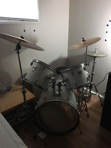 Full Drum Kit - Hardware and Cymbals included