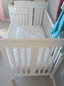 Crib with mattress & mattress pad