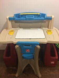 Pupitre / Table à dessin Step 2 pour enfant avec chaise.