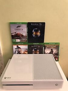 Xbox one 500gb white + controller + 4 games Caringbah Sutherland Area Preview