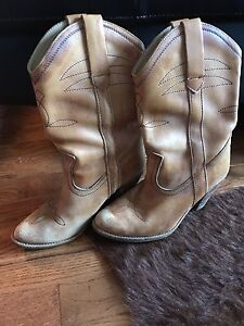 Woman's size 6 leather cowboy boots