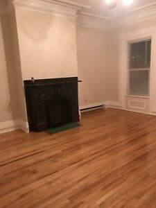 DOUGLAS AVE- 2 BEDROOM UNIT AVAILABLE NOV 1ST $695.00