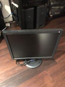 """LCD MONITOR SAMSUNG 19"""" + FREE COMPUTER KEYBOARD"""