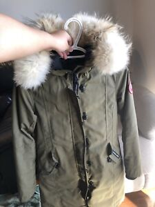 Canada Goose Long Jacket Kids Size XL Good Condition $399