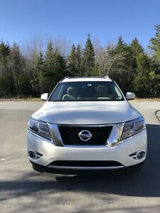 2016 Nissan Pathfinder SL with Premium Technology Package