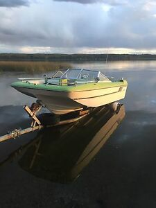 1974 Fiberform boat. Needs to be put  together  omc 292