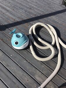 Pool cleaner and accessories - Wanda the whale