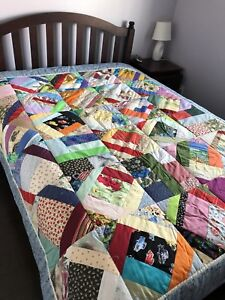 Beautiful handmade quilt. 69x80 inched.
