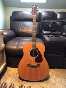 Vintage Yamaha FG-160 acoustic guitar
