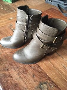 Brown ankle boots size 8.5