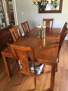 Dining Table,6 chairs + Hutch