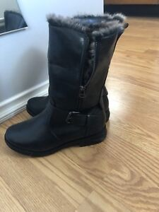 Woman's winter boots size 7