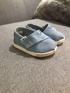 TOMS toddler shoes size 4