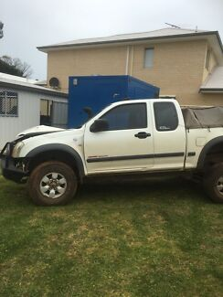 Holden rodeo ra wrecking