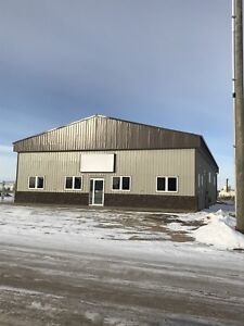 BRAND NEW COMMERCIAL/INDUSTRIAL/RETAIL BUILDING FOR SALE/LEASE