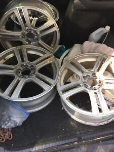 18 inch universal rims with center caps and lugs