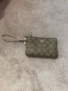 NWOT PVC COACH WRISTLET DOUBLE ZIP $75 FIRmed