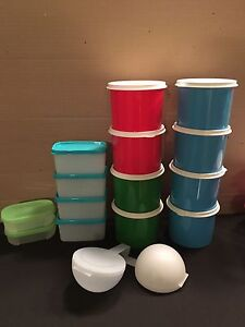 Various tupperware obsolete snack containers