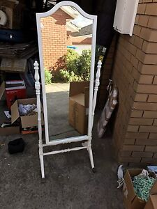 Mirror stand Brighton East Bayside Area Preview
