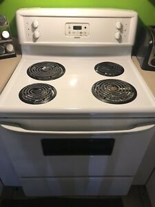 Four Kenmore blanc tres bonne condition