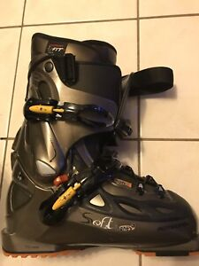ROSSIGNOL SKI BOOTS 24.5 or 6 - 7