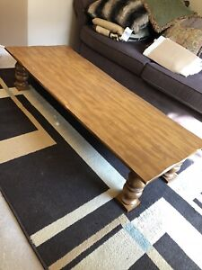 HardWood table  excellent condition