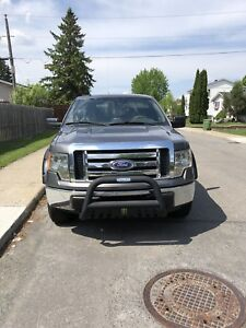 Ford F-150 low mileage 8 new tires 4x4