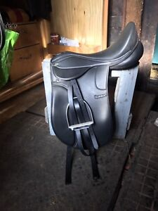 Supra Dressage Saddle